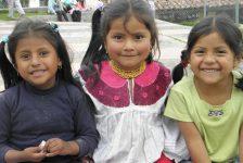 """L'Ecuador ha una popolazione molto giovane (il 50% è sotto i 25 anni). Questi bambini ci comunicano la gioia di vivere e la loro innocenza a volte, purtroppo, violata dalle """"distrazioni"""" degli adulti"""